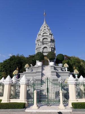 Une stupa (où sont déposées les cendres du Roi - une par roi)
