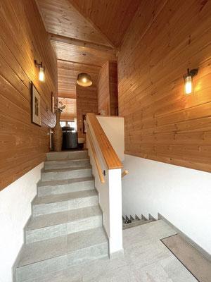 Treppenaufgang zum Vorraum