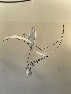 Luftobjekt Geburt einer Blüte (2015), Draht geschweißt und mit Folie bespannt,  ca. 80 cm x 90 cm