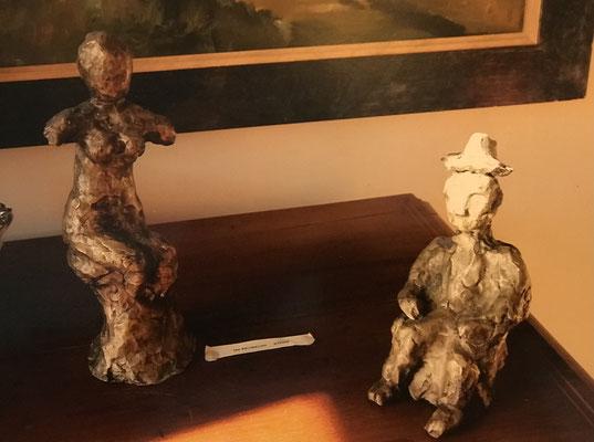 Im Museum (2008), Ton bemalt, 18-20 cm