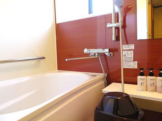 専用のバスタブは120cmの標準サイズ、いつでも気軽にご入浴が可能です。