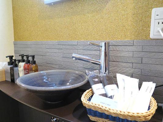 洗面には女性に人気ドレッサーライトを完備。