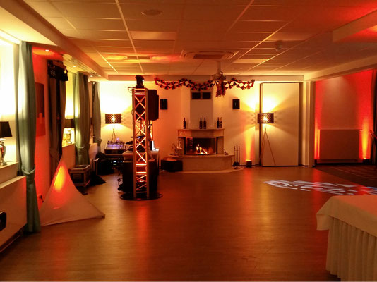 Ambientbeleuchtung per Akku-LED-Scheinwerfern