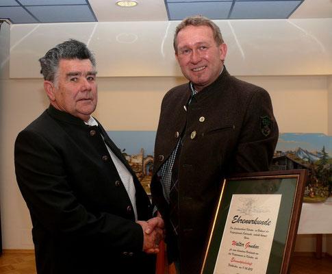 Landeskrippenbaumeister Walter Govekar wurde mit dem Goldenen Ehrenzeichen geehrt