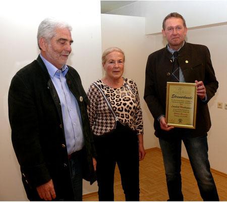 Landesobmann Lambert Windhagauer wurde mit dem goldenen Ehrenzeichen geehrt