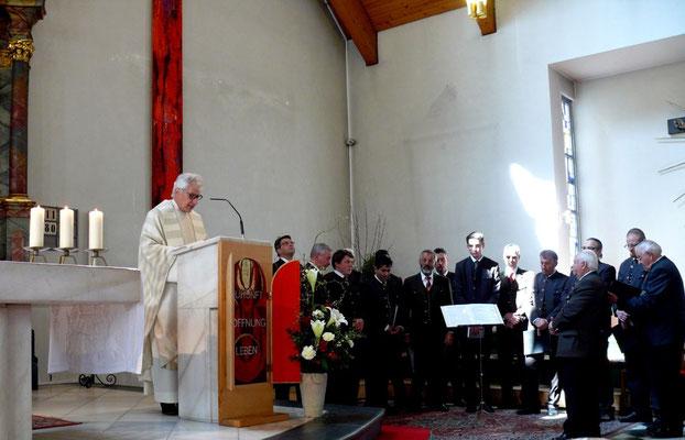 Hl.Messe mit Pfarrer Dr. Kurt Udermann und dem MGV Tschwarzen