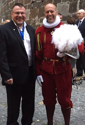 Der Präsident mit dem Kommandant Graf