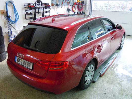 Vor der Fahrzeugfolierung des Audi A4 B8 Avant in Rot Matt