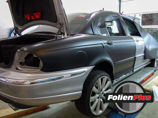 Car Wrapping Jaguar X-Type mit Oracal 970 Schwarz Matt