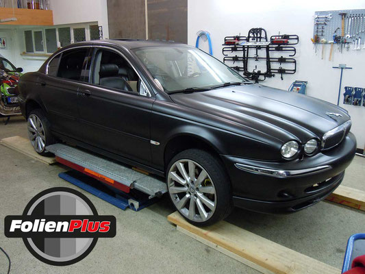 Fahrzeugfolierung Jaguar X-Type mit Oracal 970 Schwarz Matt