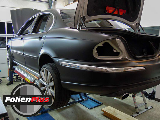 Carwrapping Jaguar X-Type mit Oracal 970 Schwarz Matt