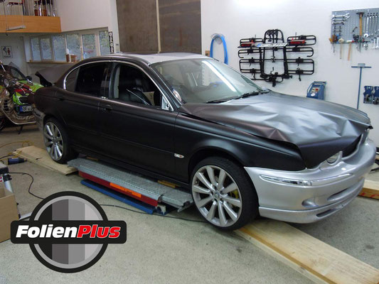 PKW Folierung Jaguar X-Type mit Oracal 970 Schwarz Matt