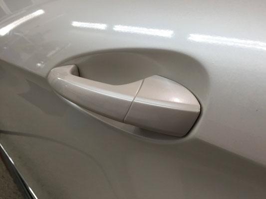 Mercedes E-Klasse Folierung Türgriff mit Oracal 970 Perlmutt