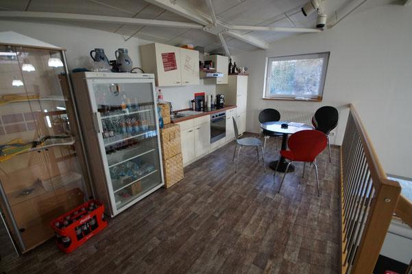 Küche für Kunden mit warmen und kalten Getränken.