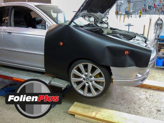 Kotflügel Folierung Jaguar X-Type mit Oracal 970 Schwarz Matt
