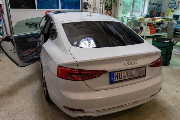 Scheiben tönen am Audi A5 F5 mit Llumar Scheibentönungsfolie