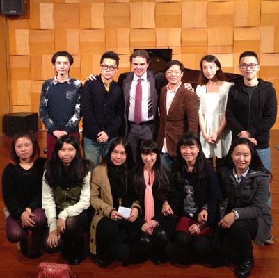 Avec des étudiants au Shenzhen University (2013)