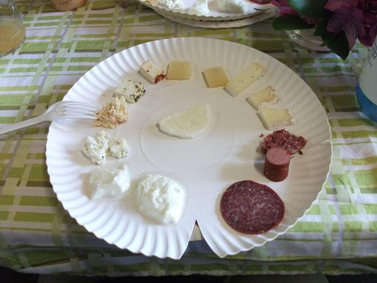 Büffelkäse und -fleisch zum Probieren