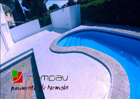 Hormigon impreso Madrid color blanco para piscinas