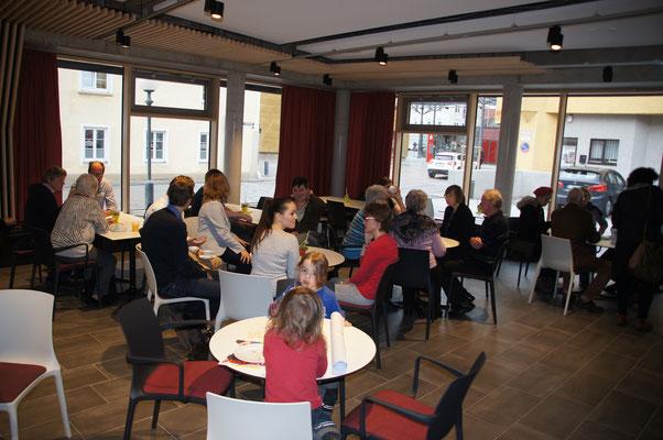 Kirchenkaffee nach den beiden Gottesdiensten (Stadtkirche und Gemeindehaus)