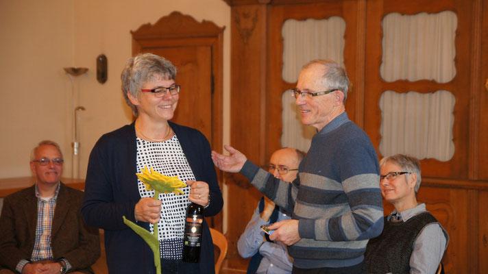 Christine Krauth bekdankt sich beim Referenten Ernst-Martin Kittelmann