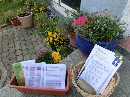 Andachten in schriftlicher Form  zum Mitnehmen vor dem Haus Kastanie