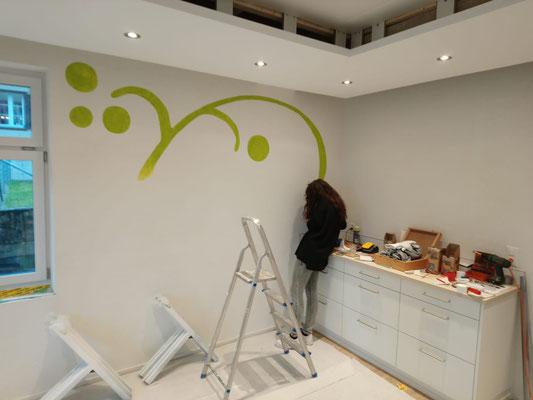 Das Malen des Logos hat begonnen (W21)