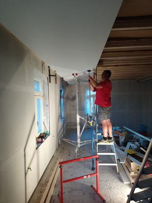 Das dritte Deckenelement wird installiert (W10)