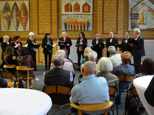 Der Marzahner Kammerchor zur Ausstellungseröffnung in der Augenklinik Marzahn