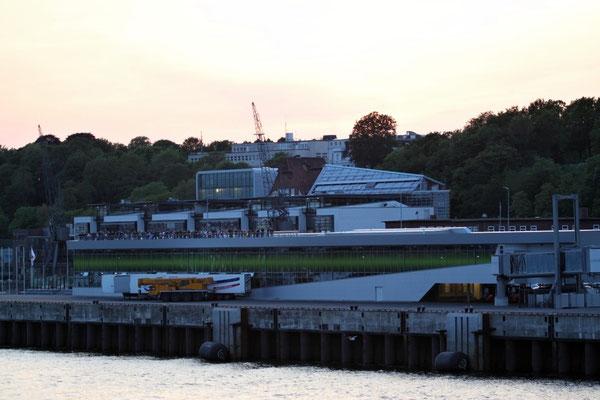 Leinen los zur Nordeuropa Kreuzfahrt - Cruise Terminal Altona/Hamburg
