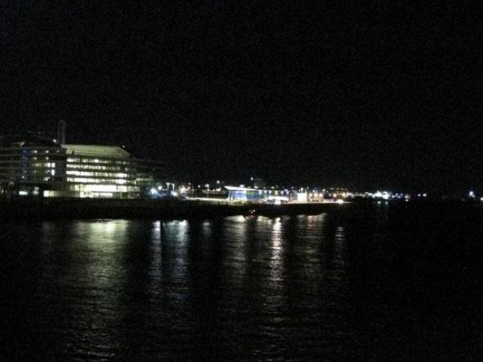 Einlaufen bei Nacht in Hamburg