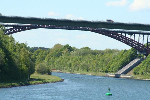 faszinierende Stahlbrückenkonstruktionen am Nord-Ostsee-Kanal