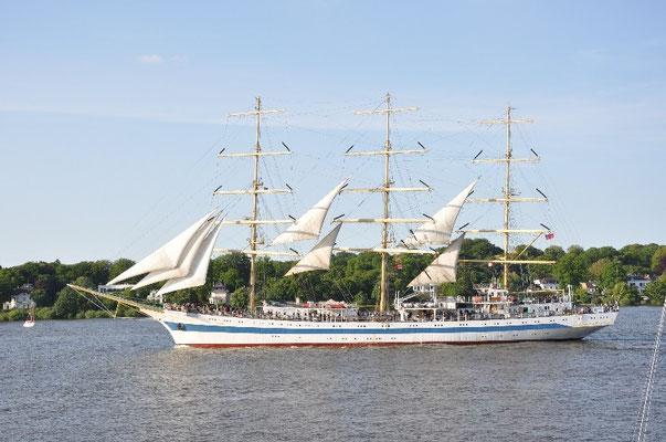 Tagestörn an Bord der MIR mit Einlaufparade im Hafen Hamburg!
