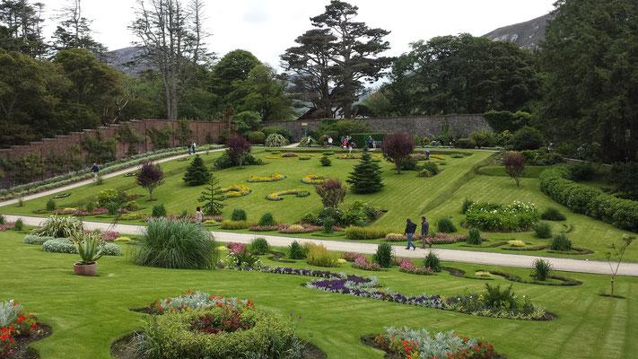 und daneben toll angelegte Gärten