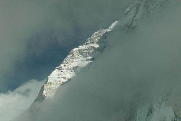 Der obere Teil des Nuptse Nordpfeilers © R.Dujmovits