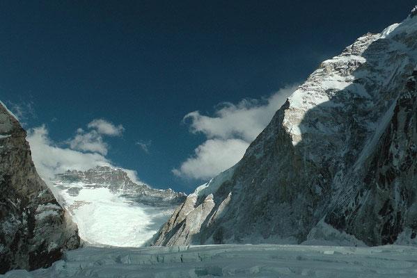 Lhotse-Westflanke mit Nuptse-Nordpfeiler (rechts) © R.Dujmovits