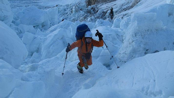 Ralf im Abstieg durch den Eisbruch © G.Kaltenbrunner