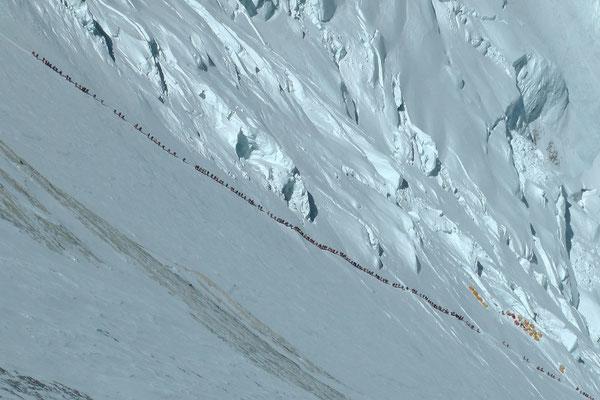 Blick in die Lhotse Flanke am 18. Mai © R.Dujmovits
