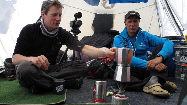 Zurück im Basecamp bei einer entspannten Tasse Kaffee © G.Kaltenbrunner