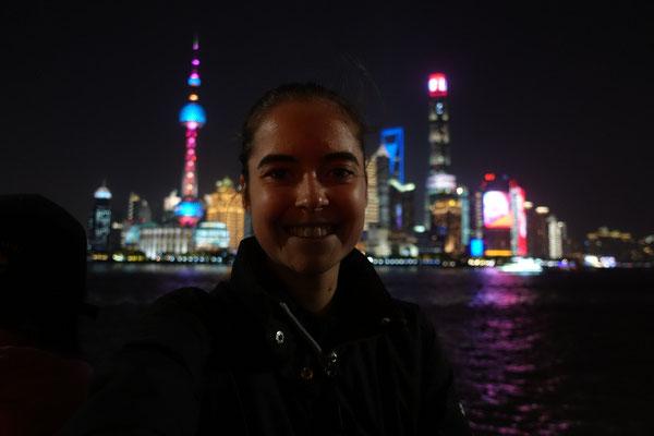"""Day 1: Angekommen in Shanghai und nach anfänglicher Verzweiflung und planlosem Rumlaufen aus Versehen """"The Bund"""" gefunden"""