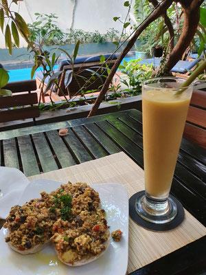 Scrambled Tofu und Mango-Maracuja-Shake