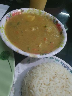 Blumenkohl-Kartoffel-Ananas Curry mit Reis