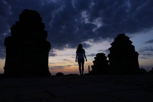 Day 7: Sonnenaufgang in Angkor, Sonnenuntergang am Night Market