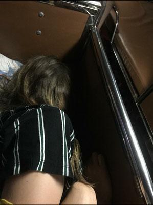 Day 8,5: Ich liebe es ja im Schlafbus ein 165x85cm Bett zu zweit zu teilen und auf beiden Seiten quasi eine Wand zu haben