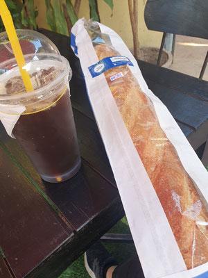 lecker Baguette und iced coffee (danach noch mit Sojamilch gesüßt lolol)