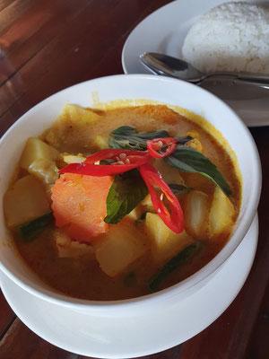 Gelbes Curry, das eins zu eins schmeckt wie beim Asiaimbiss im ECE-Center