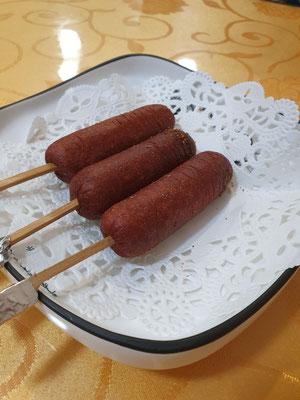 typische sausages (gibt es in unvegan oft als Streetfood) 1,80€ 11/10