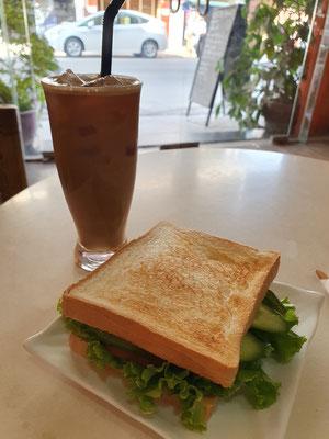 Sandwich und Sojalatte