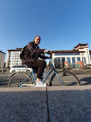 Day 14: Im Hostel ein sehr kleines Fahrrad gemietet und durch die City gefahren (damit die Schuhe nicht dreckig werden).
