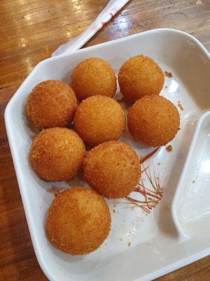 Fried Taro-Süßkartoffel-Bällchen 1,50€ 10/10
